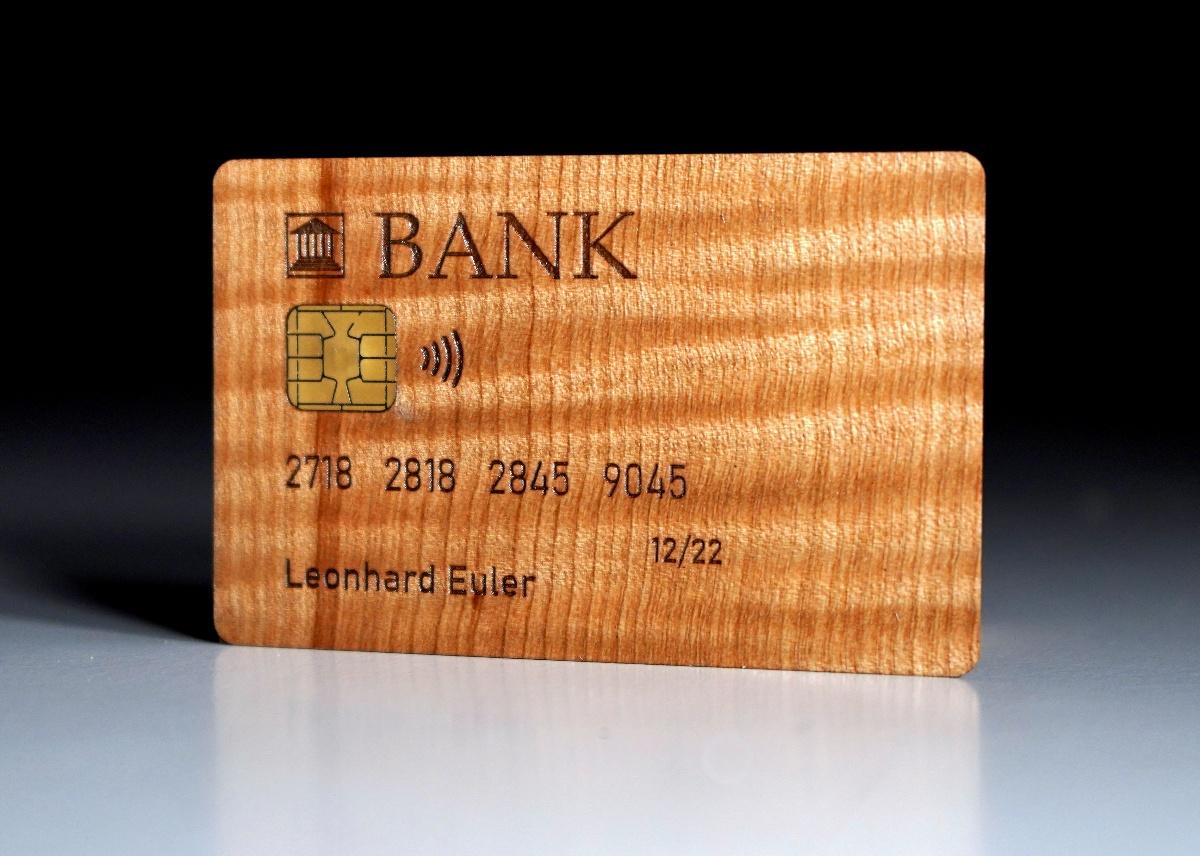 Riegelahorn: Kreditkarte aus Holz